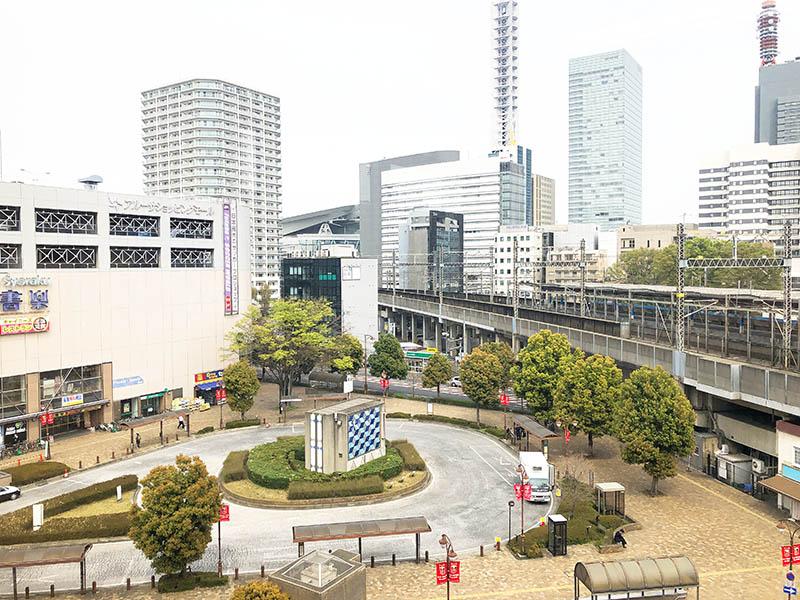 窓から見る「北与野駅 ロータリー」